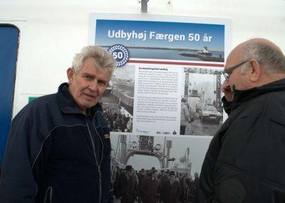Overfartsleder Svend Svendsen får en snak med gæst der var med på rutens allerførste tur